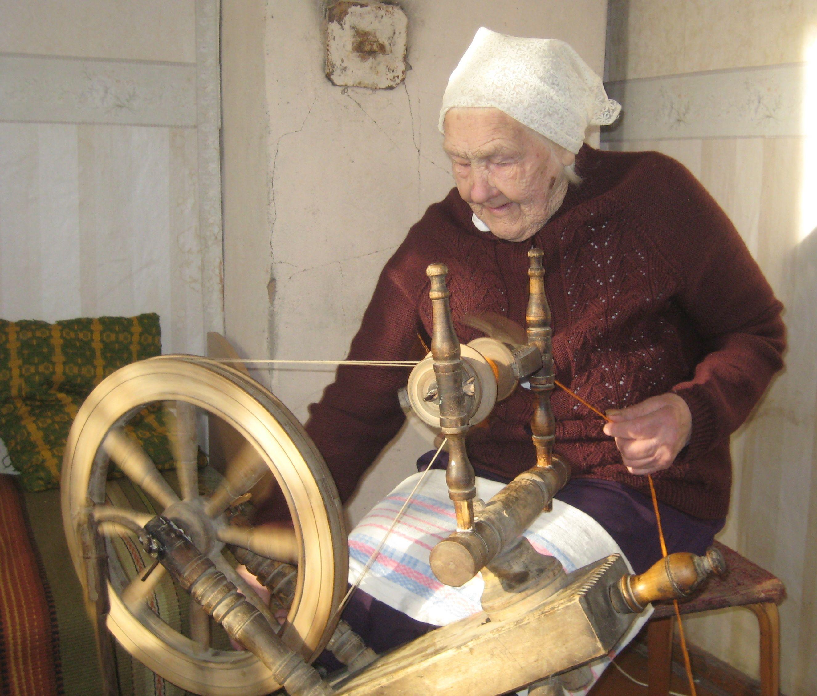 Создание пряжи ручной работы (собачья шерсть овечья)